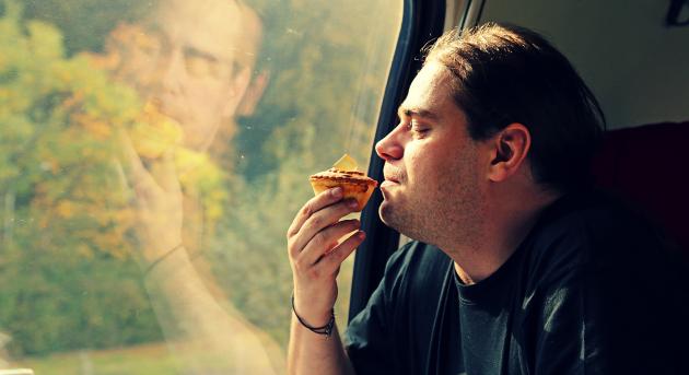 Siedzę, myślę i jem pasztet - nie miałem innego pomysłu :-) Fot. http://madameedith.blogspot.com/