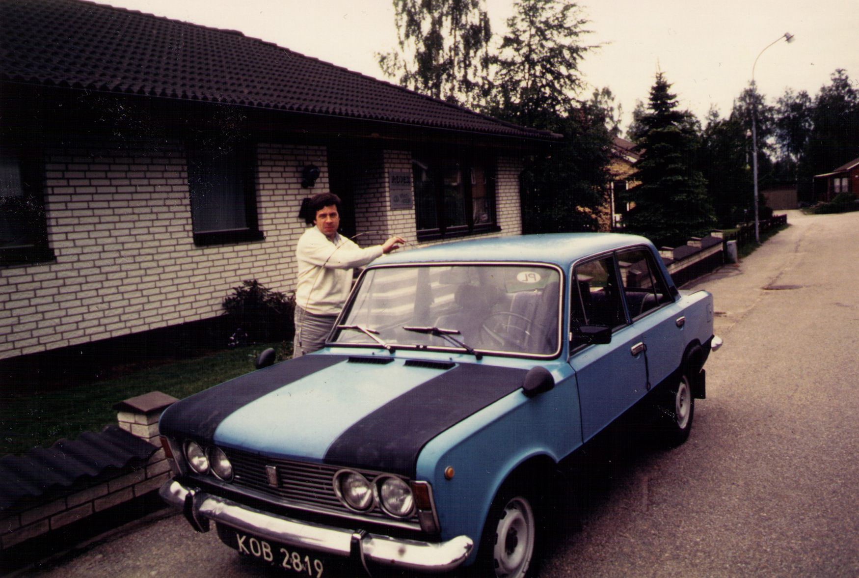 Samochodem mojego taty (zwróćcie uwagę na stylowy tuning i dodatkowe lusterka) pokonaliśmy wiele kilometrów po szwedzkich drogach.